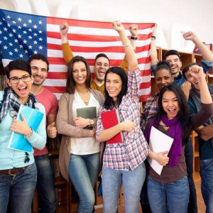 Американские университеты и колледжи боятся сокращения числа иностранных студентов из-за миграционной политики Трампа