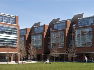 University of Ontario Institute of Technology в Онтарио - Стипендии