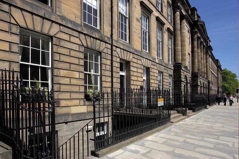 Языковые курсы в Kaplan в Шотландии