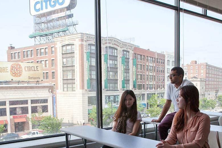Школа английского языка Kaplan в Бостоне, США
