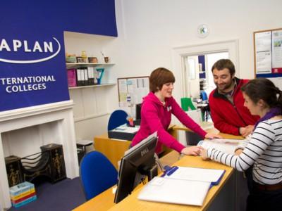 Акция от самой популярной сети языковых школ Kaplan - возможность выучить язык в англоязычных странах мира по доступной цене