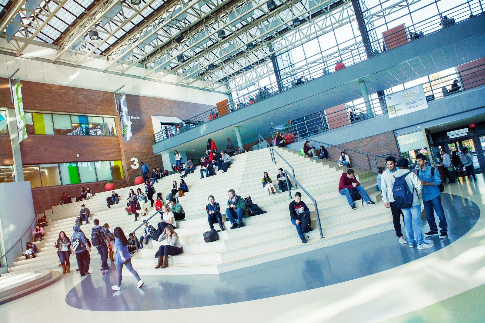 Douglas College в Британской Колумбии - Стипендии